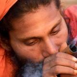 Fumando Chara, Varanasi